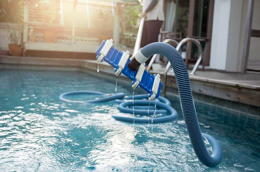 Benefits of an automatic swimming pool cleaner
